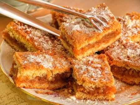 Сладкиш с грис с плънка от тиква, орехи, захар и ванилия - снимка на рецептата